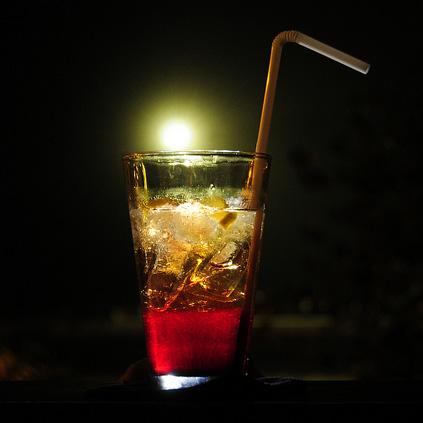 フレーバーウォーターは「糖分」が激高!流行の飲料水が危ない!?