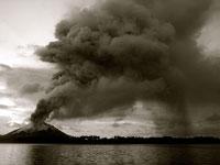 御嶽山噴火!生存者の声がリアルで怖い自分の身を守るのに必死